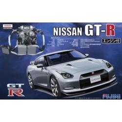 Macheta de asamblat Nissan GT-R cu motor detaliat